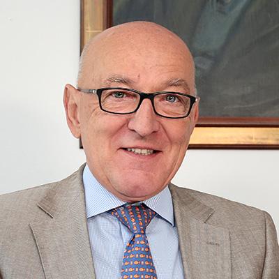Rechtsanwalt und Notar a.D. Fachanwalt für Verwaltungsrecht Dr. Winfried Lippmann